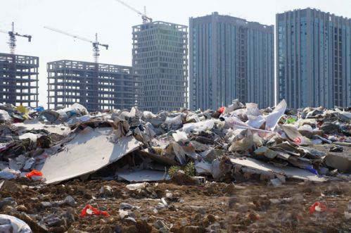 此处本非垃圾场何以塑料袋满天飞