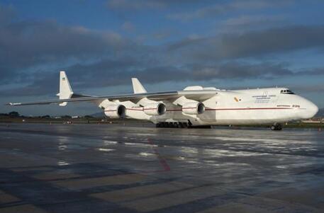 是什么样的飞机 竟然需要32条轮胎!